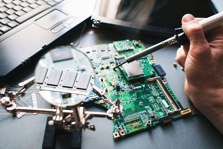 Płyta główna komputera i kości pamięci RAM