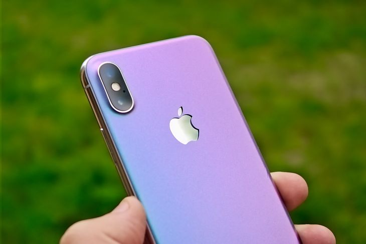 iPhone X z naklejką EasySkinz Chameleon Amethyst