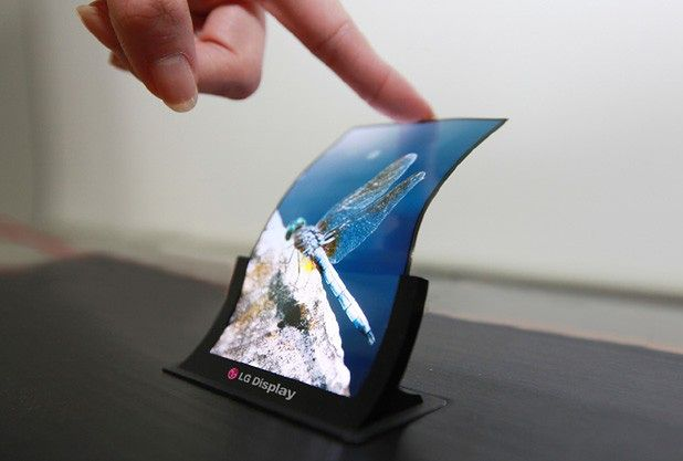 Elastyczny ekran LG (fot. phonearena.com)