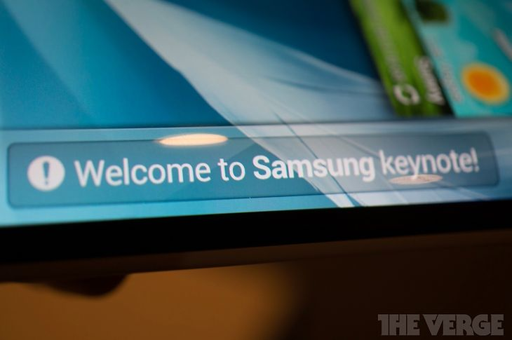 Elastyczny ekran Samsunga (fot. theverge)