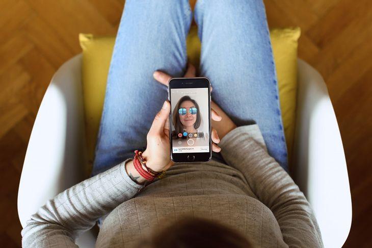 Facebook testuje nowe reklamy AR