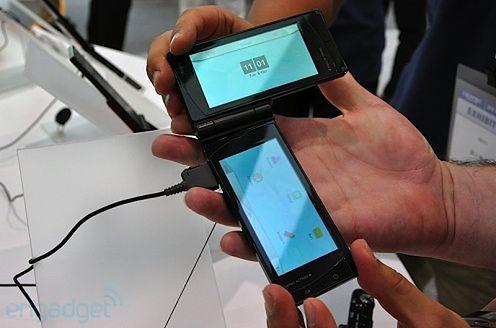 Telefon Fujitsu z dwoma ekranami