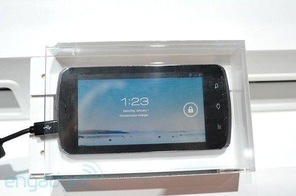 Fujitsu Arrows | fot. engadget.com