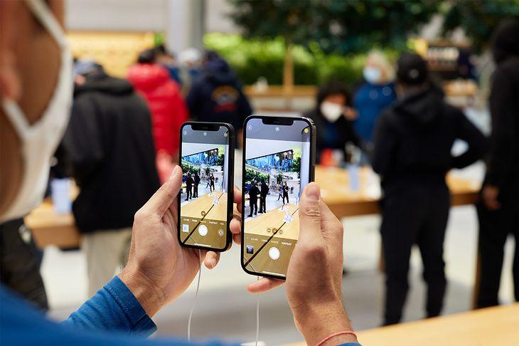 iPhone 12 mini i iPhone 12 Pro Max mają różne aparaty. W kolejnej generacji różnice mają się pogłębić