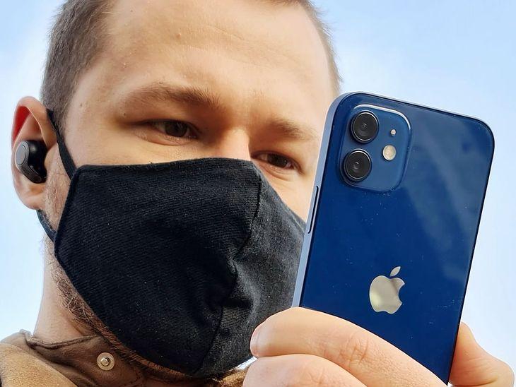 Prawidłowo założona maseczka uniemożliwia odblokowanie iPhone'a za pomocą Face ID