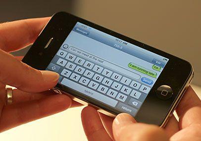 iPhone 4 - SMS-y, fot. GCFlearnFree