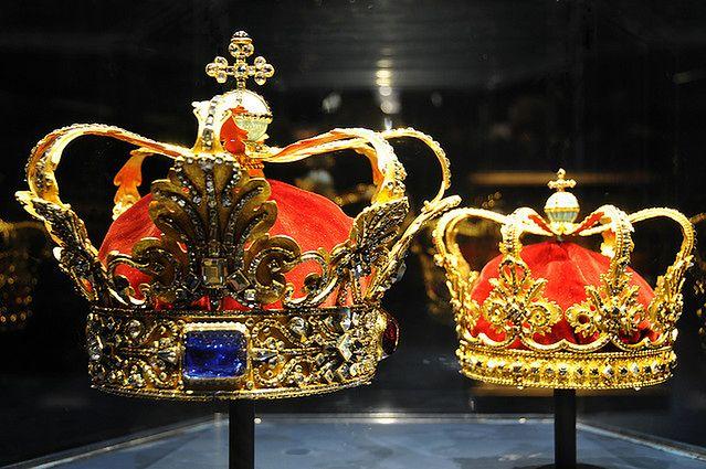 Królewska korona (fot. na lic. CC; Flickr.com/by archer10 (Dennis))