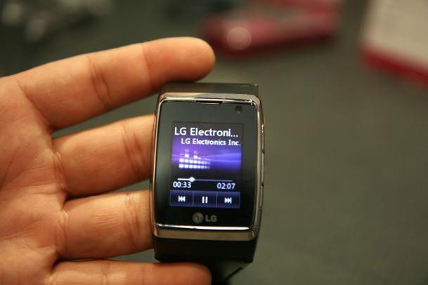 LG Watch Phone (fot. cnet.com)