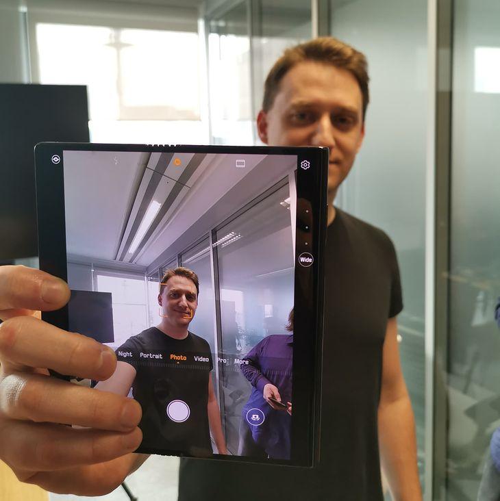Huawei Mate X to powiew świeżości po latach identycznych smartfonów