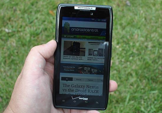 Motorola Razr już w Playu (fot. Android Central)