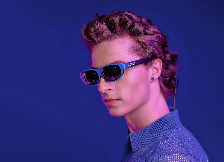 Okulary firmy nreal są na zdjęciu promocyjnym przyciemnione nie bez przyczyny