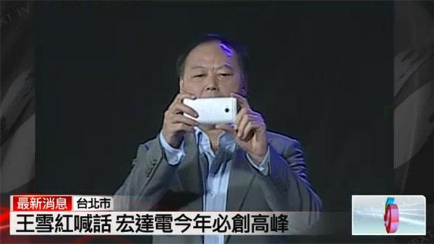 Peter Chou z HTC M7 | fot. engadget.com