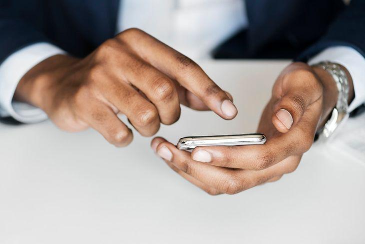 Telefony do 1000 zł należą do segmentu znanego jako middle-end