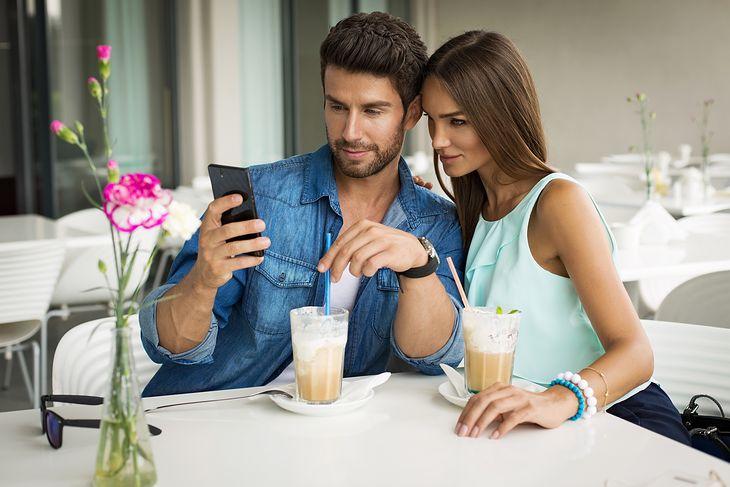 Śmieszne wiadomości, aby wysłać dziewczynie randki online
