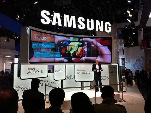 Samsung - MWC 2011 | fot. slashgear.com