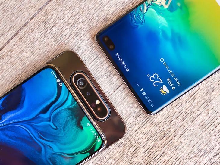 Obracany aparat Galaxy A80 kontra aparat w otworze Galaxy S10