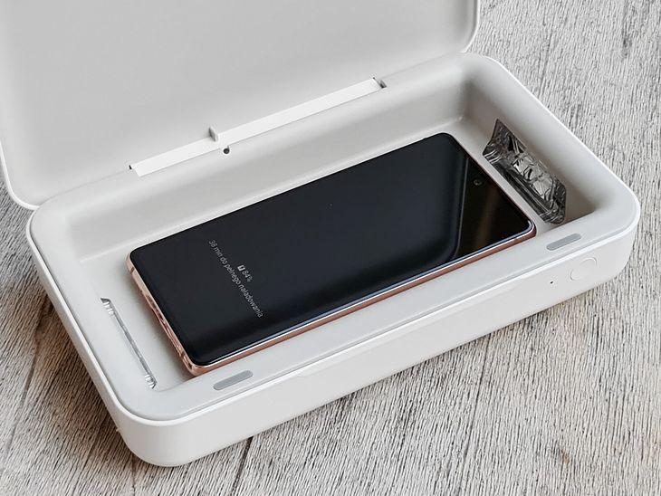 6,5-calowy Samsung Galaxy S20 FE pozostawia sporo miejsca we wnętrzu sterylizatora