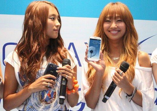 Hostessy z Galaxy S III   fot. phonearena.com