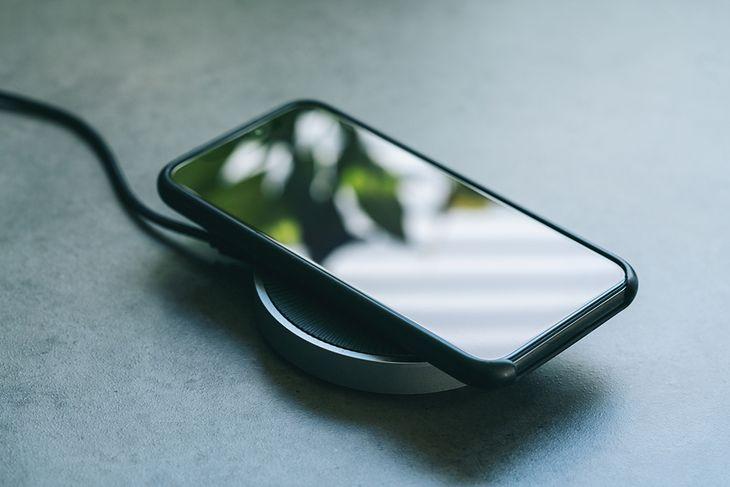Jak szybko naładować telefon? Podpowiadamy proste sposoby