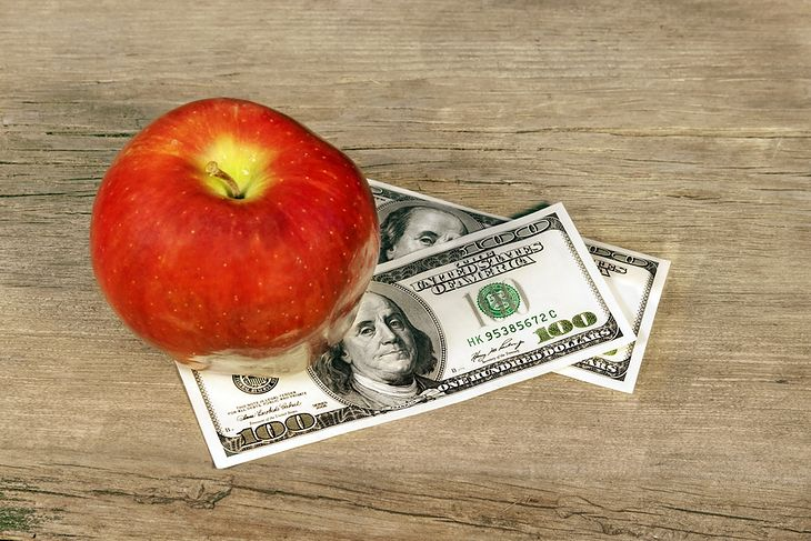 Jabłko i pieniądze