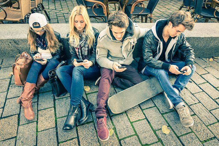 Ludzie ze smartfonami