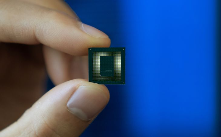 The Snapdragon 888 is as big as a fingernail