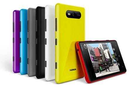 Lumia 820 (fot. phonearena.com)