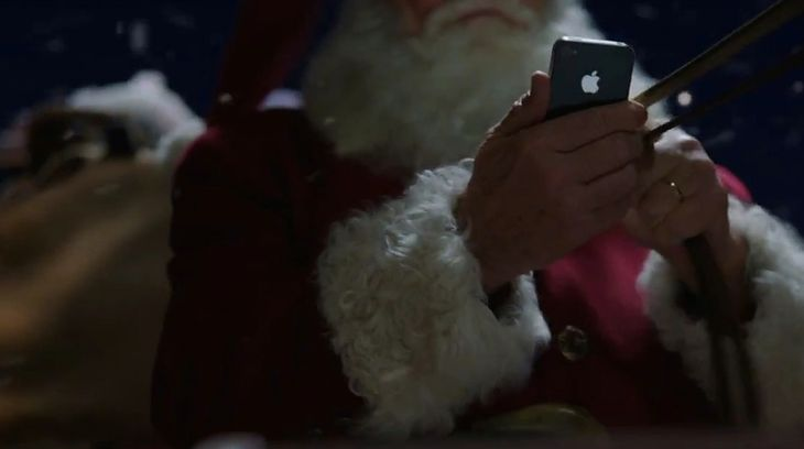 Święty Mikołaj z iPhone'em 4S, fot. Apple