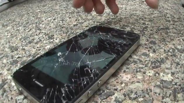 iPhone po upadku (fot. YouTube)