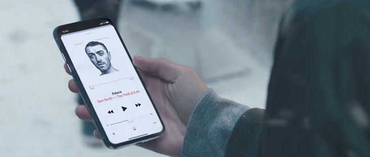 iPhone x w świątecznej reklamie Apple'a