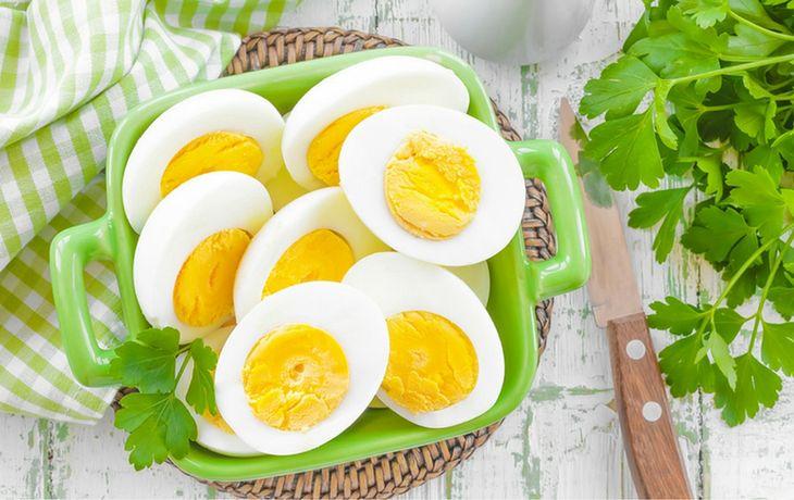 Znalezione obrazy dla zapytania ugotowane,obrane i pokrojone jajko
