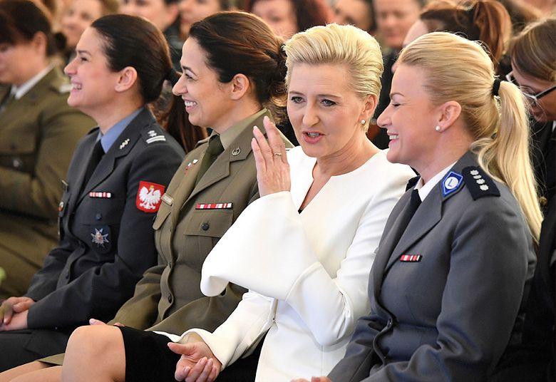 2Podziękowała zgromadzonym kobietom za ich pracę