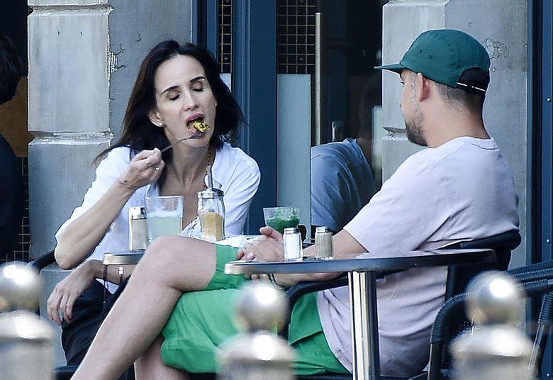 2Raper popijał zielony koktajl
