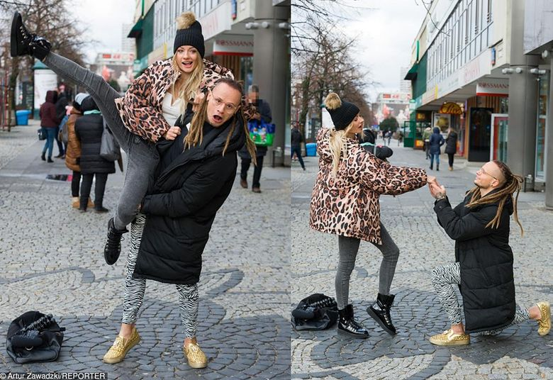 2Fit Loversi wyginają się na ulicy