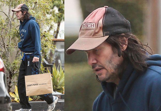 Zaniedbany Keanu Reeves przemierza ulice Kalifornii z torbą z luksusowego butiku (FOTO)