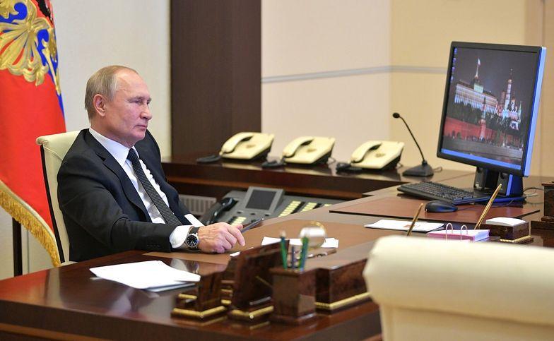 Rosja. Władimir Putin na zdjęciach Kremla. Szczegół przykuł uwagę