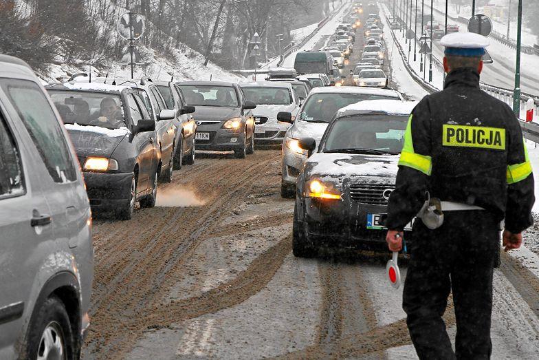 Policja zablokowała ruch ciężarówek na zakopiance