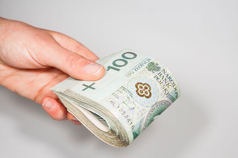 Pracodawca jest zobowiązany opłacić konkretne składki, które wlicza się do kwoty brutto pensji