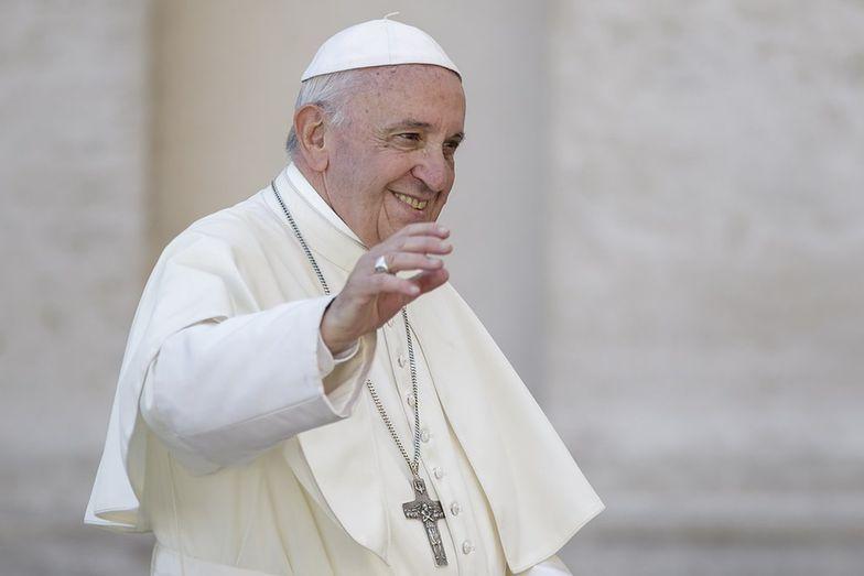 Kontrowersyjne zachowanie papieża. Watykan wyjawił powód