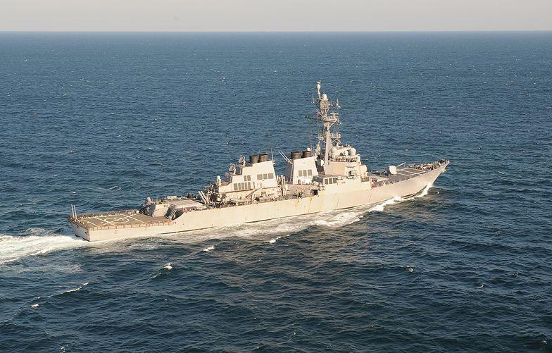 Amerykański niszczyciel płynie na Morze Czarne