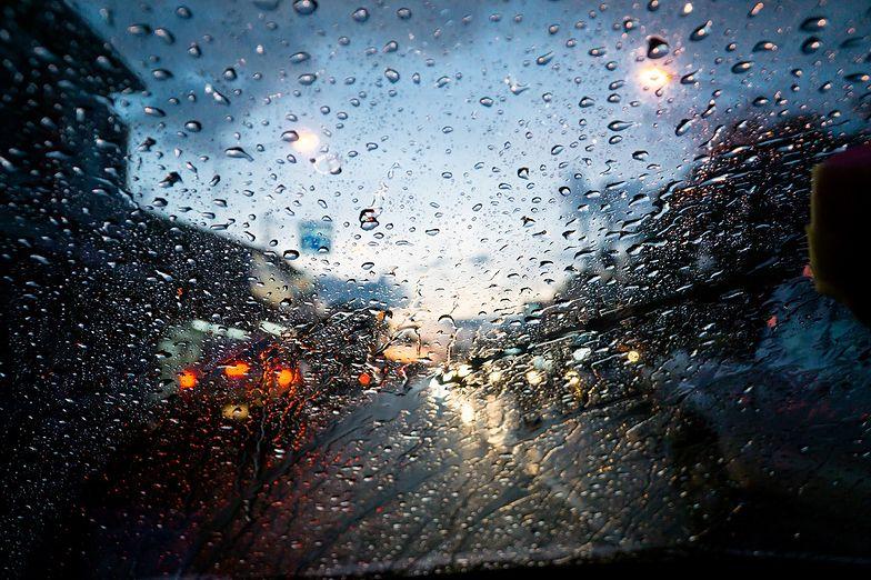 Pogoda. Niebezpiecznie na drogach. Ostrzeżenia IMGW dla ośmiu województw