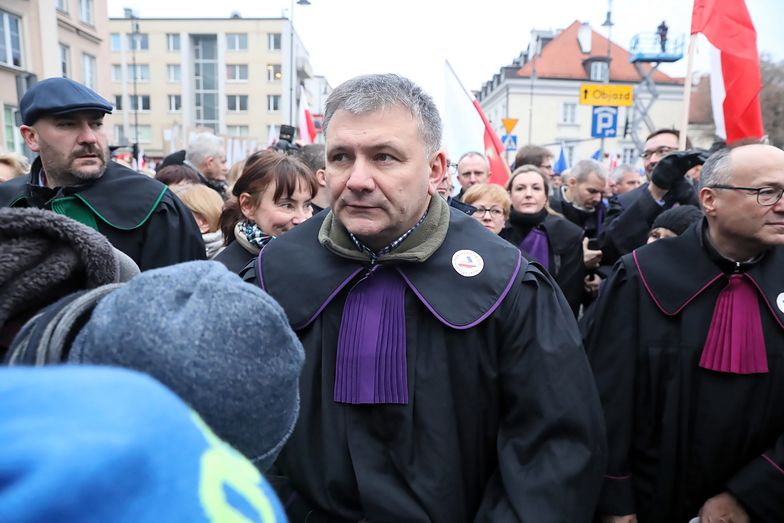 Warszawa. Sędzia Waldemar Żurek na Marszu Tysiąca Tóg
