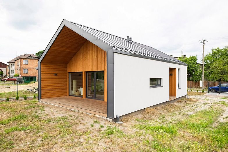 Modułowe domy powstają na terenie całego kraju. Wielu mieszkańców miast uważa, że to świetna alternatywa dla mieszkania w bloku.