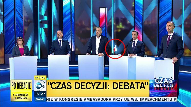 Wybory parlamentarne 2019. Debata w TVN24 - Krzysztof Bosak z flagą