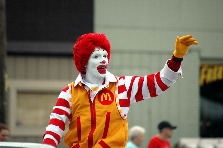 Klauny straszą, więc McDonald's ukrył maskotkę