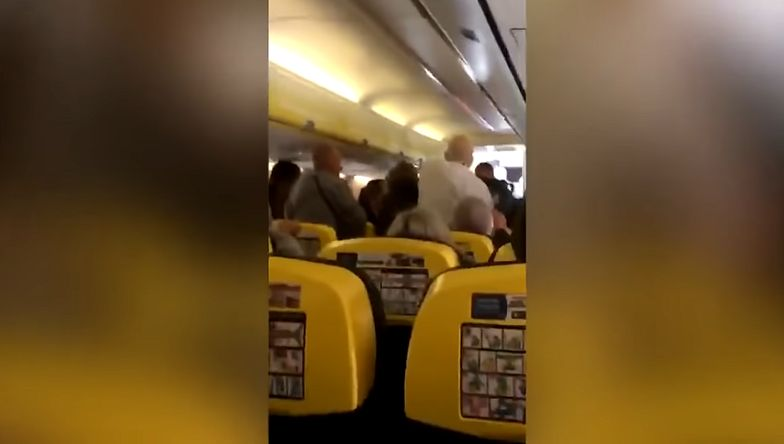 Pobili się w samolocie. Jest nagranie
