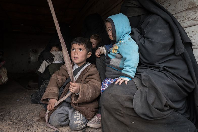 Niemcy sprowadzili rodziny terrorystów ISIS uwięzionych w Iraku