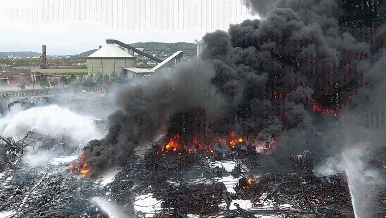 Konsekwencje pożaru w Rouen. Mieszkańcy chorują, z kranu leci czarna woda