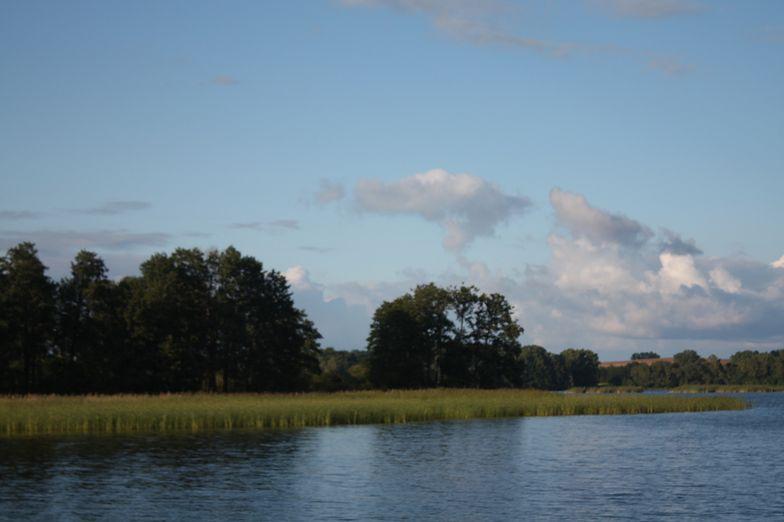 Jezioro Kisajno koło Giżycka. Zaginął 39-latek z Warszawy. Wypadł z motorówki
