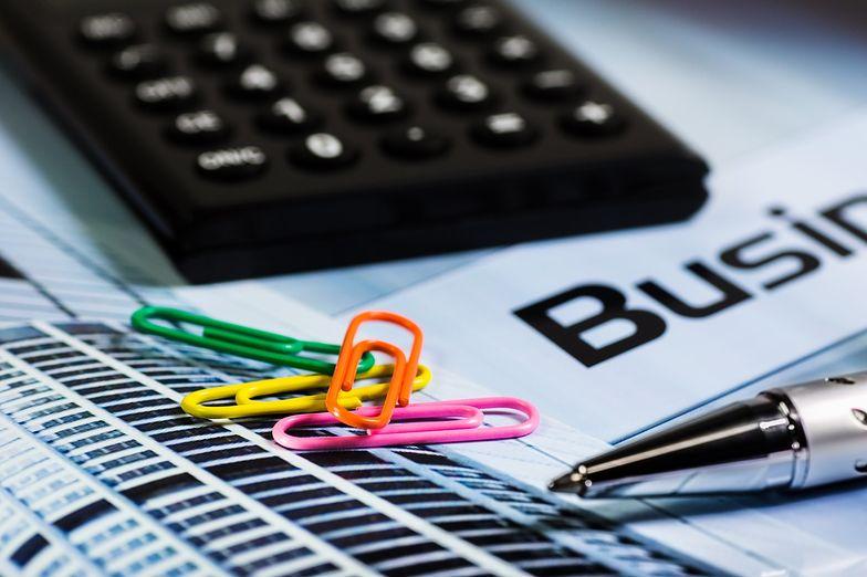 Kalkulator umowy zlecenia ułatwia wyliczenie wynagrodzenia z tytułu takiej umowy